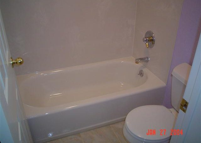 porcelain tub cultured marble